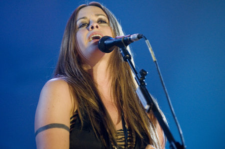 Singer Alanis Morissette Talks About Eating Disorder Recovery