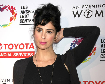 Sarah Silverman Movingly Portrays Addiction in I Smile Back